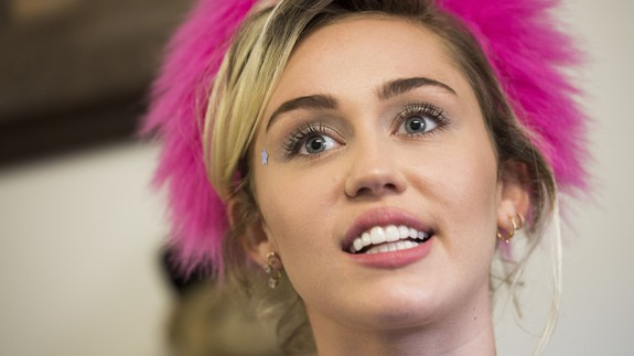 Miley Cyrus announces on Instagram she prefers Hindu prayers to the Super Bowl