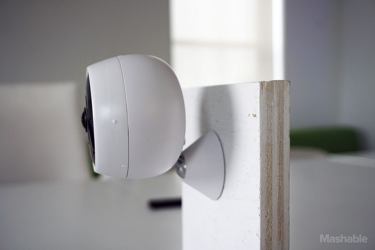 Wireless Circle 2 clips right into the wall mount via a thin metal rod.