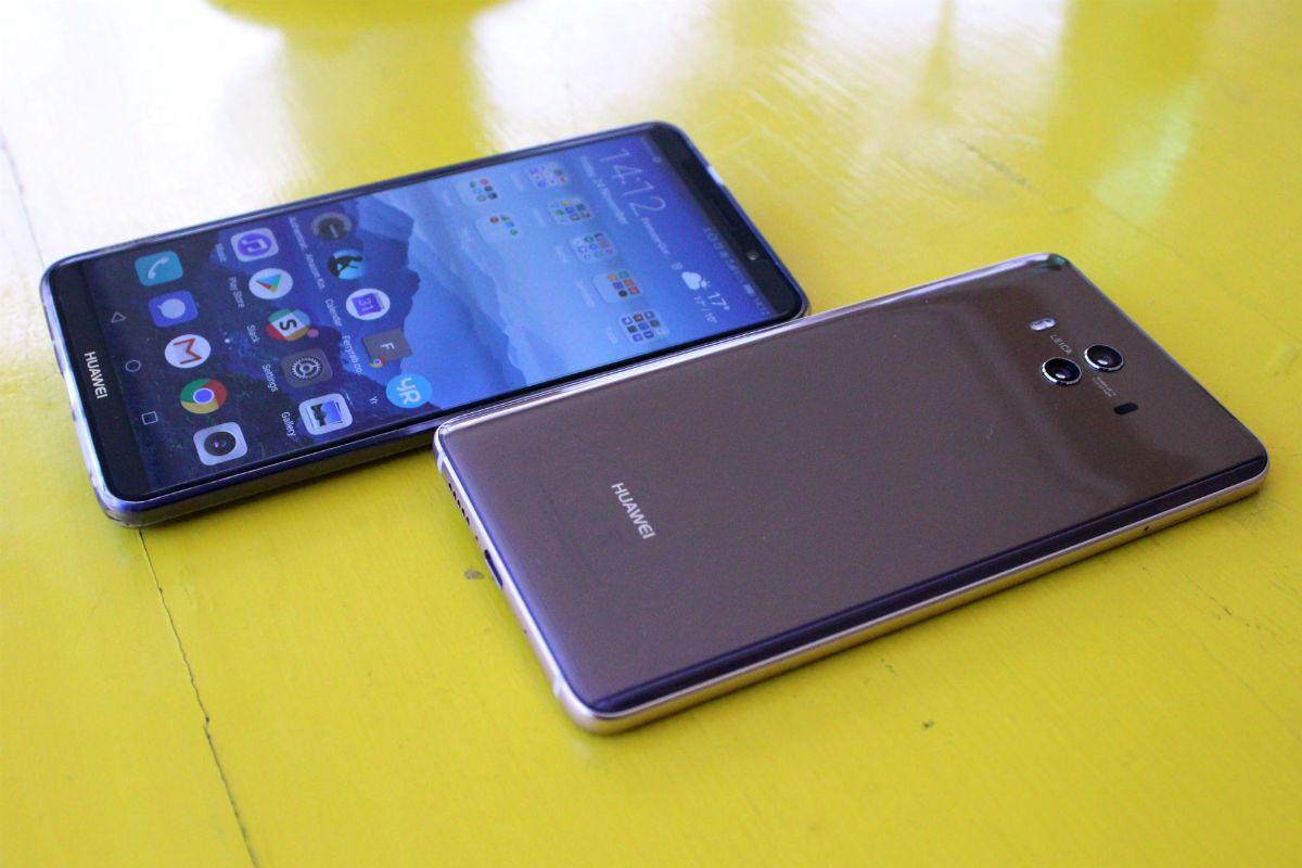 Huawei Mate 10 Pro (top) and Mate 10 (bottom)