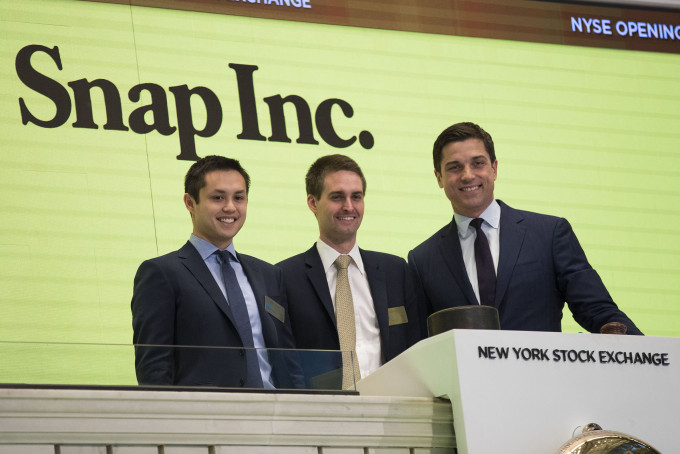 NEW YORK, NY - MARCH 2: (L to ) Snapchat co-founders Bobby Murphy, chief technology officer of Snap Inc., and Evan Spiegel, chief executive officer of Snap Inc., prepare to ring the opening bell as Thomas Farley, president of the NYSE, looks on, March 2, 2017 in New York City. Snap Inc. priced its initial public offering at $17 a share on Wednesday and Snap shares will start trading on the New York Stock Exchange (NYSE) on Thursday. (Photo by Drew Angerer/Getty Images)