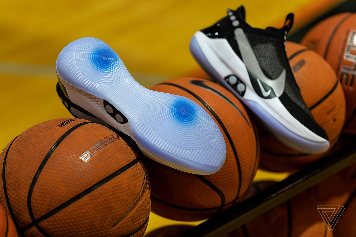 Parche encanto Premisa  Hands-on with Nike's self-lacing, app-controlled sneaker of the future -  Techio