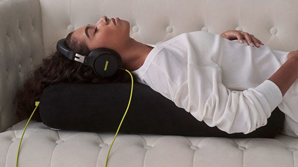 This bolster creates physical vibrations in sync with the music you listen to.