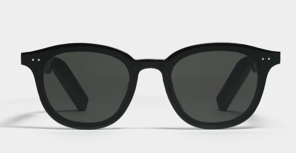 Huawei didn't stray too far from classic eyewear look. Pictured is the Smart Lang style.
