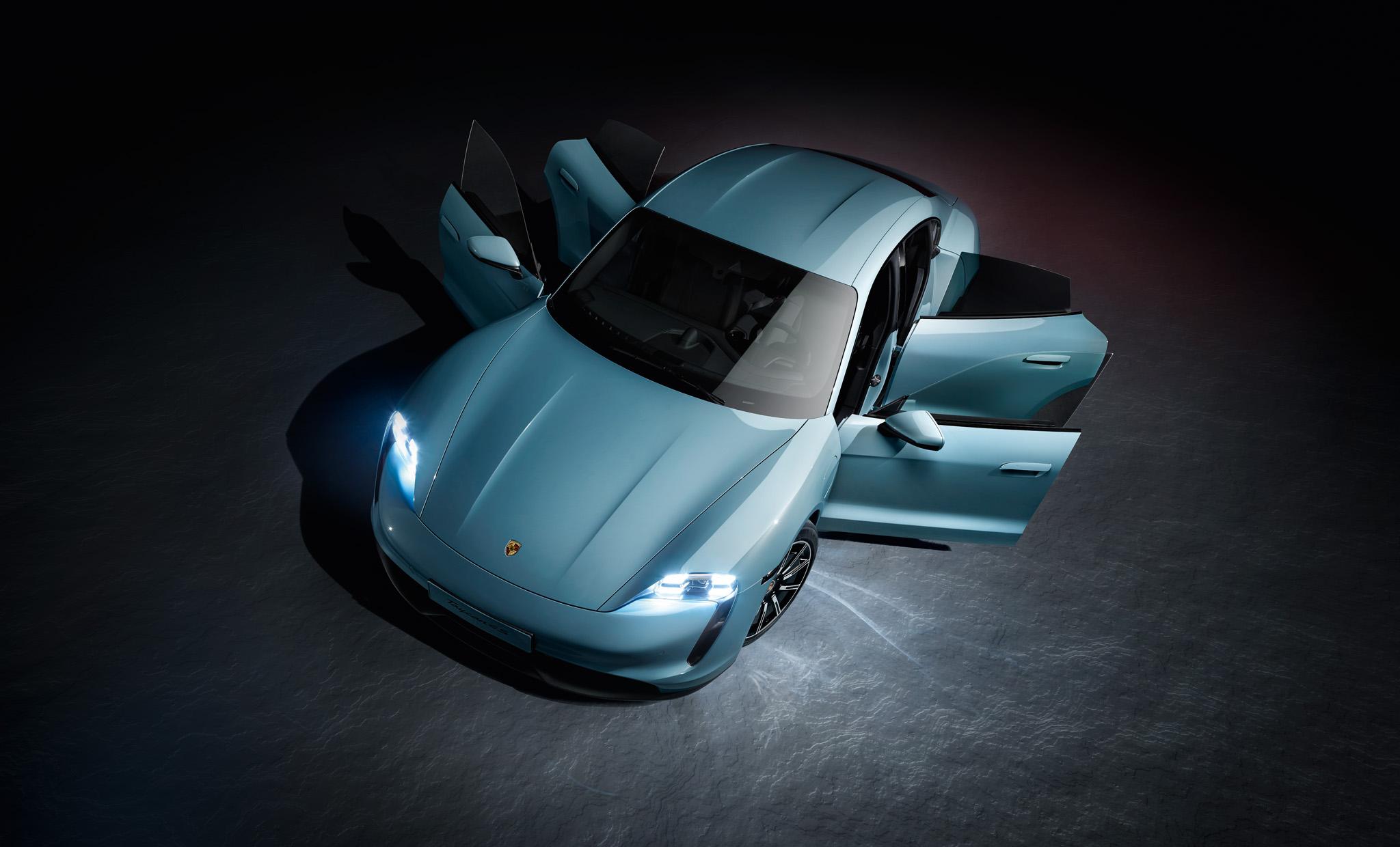 04 Porsche Taycan 4S